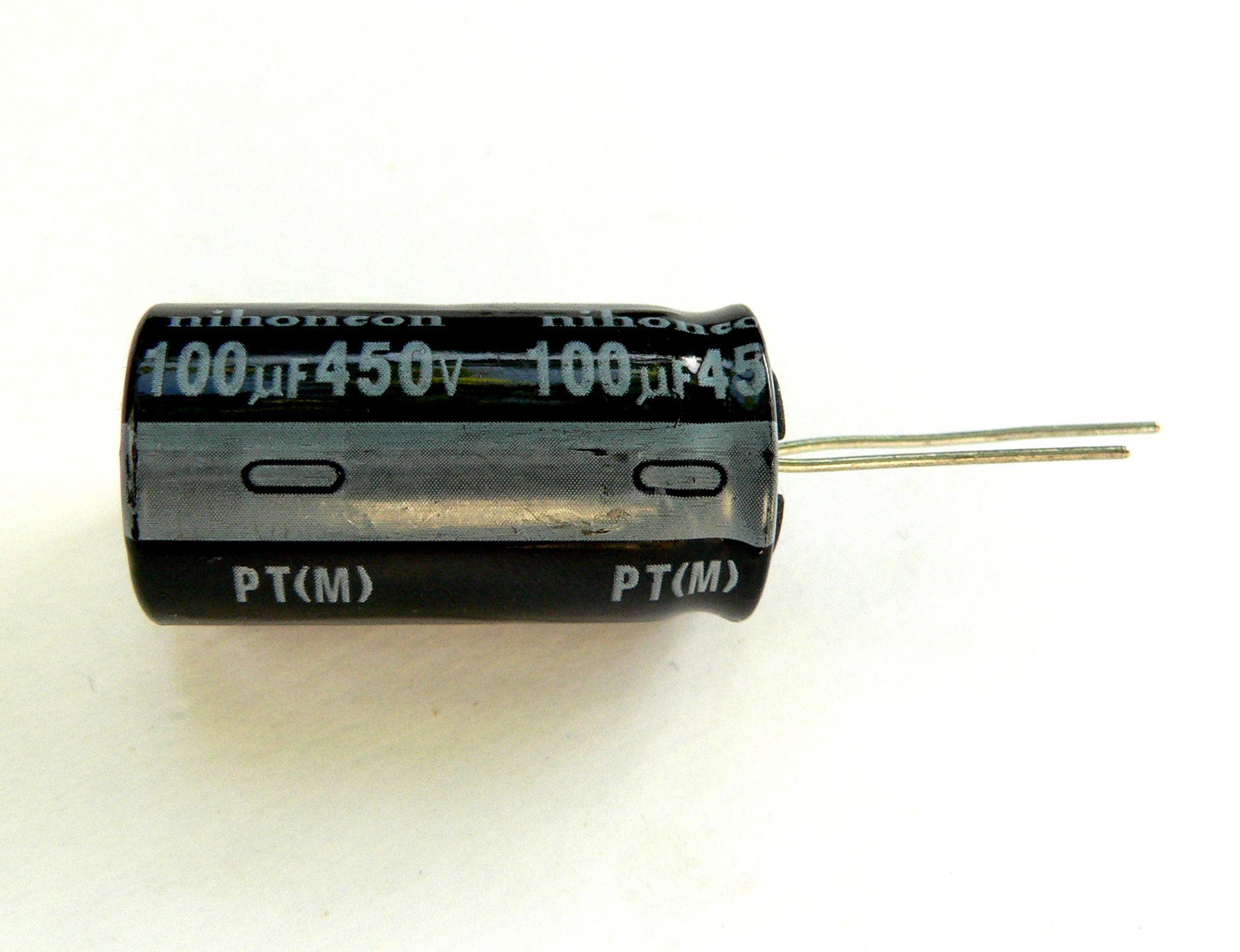 Raccorder le condensateur électrolytique