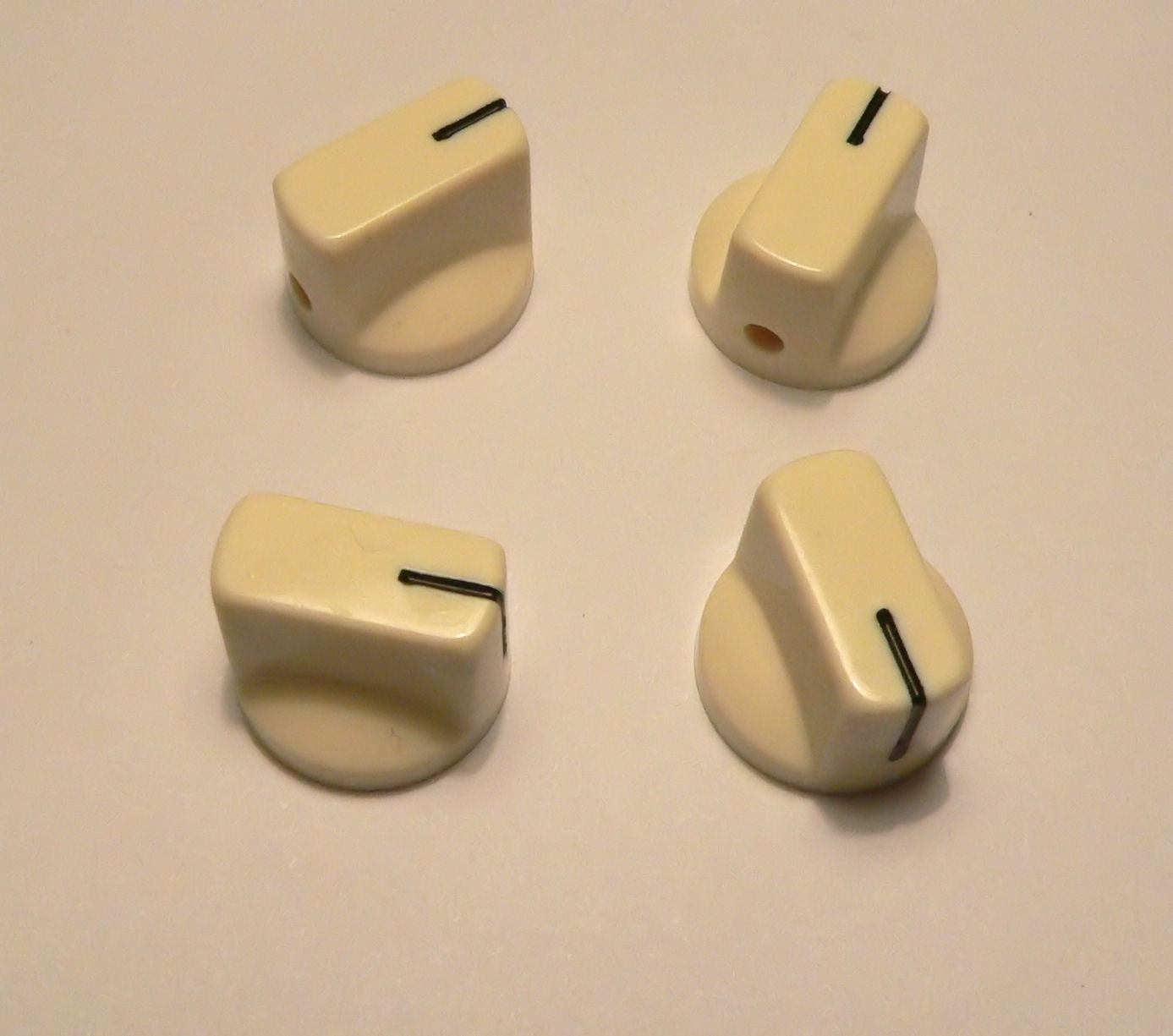 small cream knobs set of 4 for valve radio amplifier or guitar pedal knob ebay. Black Bedroom Furniture Sets. Home Design Ideas